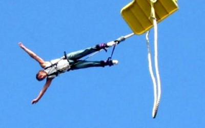 risky bungee jumping